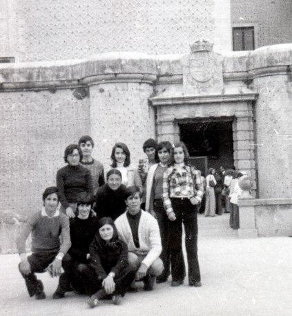 Estudiantes del instituto del Burgo de Osma ante el Alcázar de Segovia