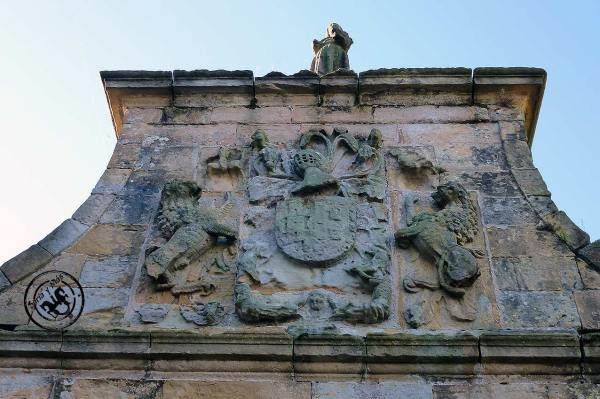 Escudo-portada-casa-de-los-Herrera-de-Miengo