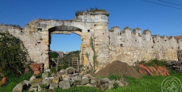 Muralla-palacio-Herrera-de-Miengo