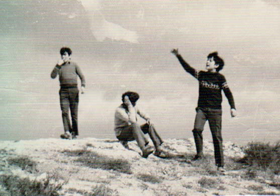 Abril de 1973 en el cerrete del Seminario diocesano del Burgo de Osma. Se ve que era la hora de la merienda y que me gustaba el bocadillo. Al lado están Fernando Laguna, Javier Andrés y Pedro Ángel Oteo