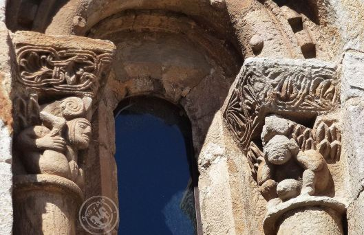 Capiteles eroticos de Cervatos