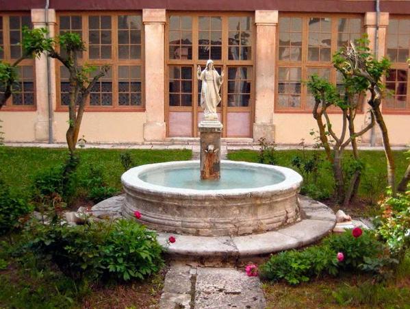 Seminario-del-Burgo-de-Osma-fuente-del-patio
