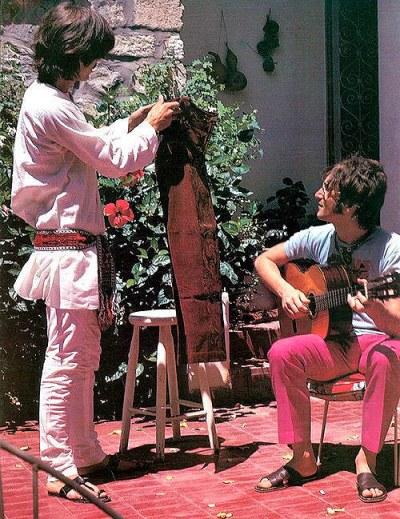 Harrison-y-Lennon-en-India