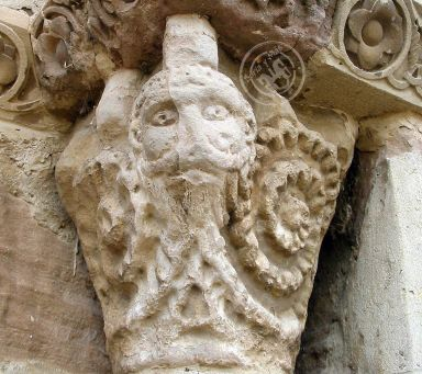 Representación de Capricornio en Santa María de Eunate, o sea, de la Puerta Ascensional Iniciática
