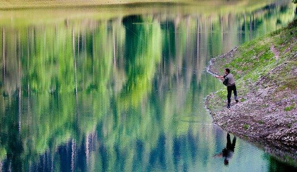 Domiko_Lago_Pesca_de-trucha_Patxi-Uriz