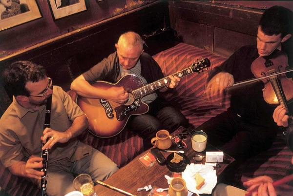 Musica-irlandesa-en-bar-de-Dublin
