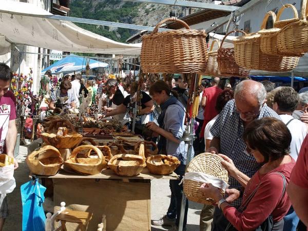 Uharte-Arakil-mercado-de-Artzai-Eguna---Reyno-de-Navarra