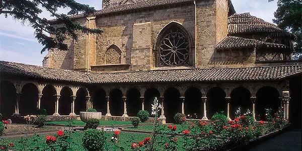 Estellal-Lizarra-San-pedro-Rua-claustro
